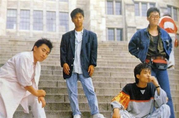 부활의 보컬 이승철(왼쪽 첫 번째)은 기타리스트 손무현(두 번째)을 영입해 록그룹 '걸프렌드'를 만들었다.