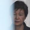 '형사재판 보이콧' 박근혜, 민사소송은 적극 대응…대리인 추가