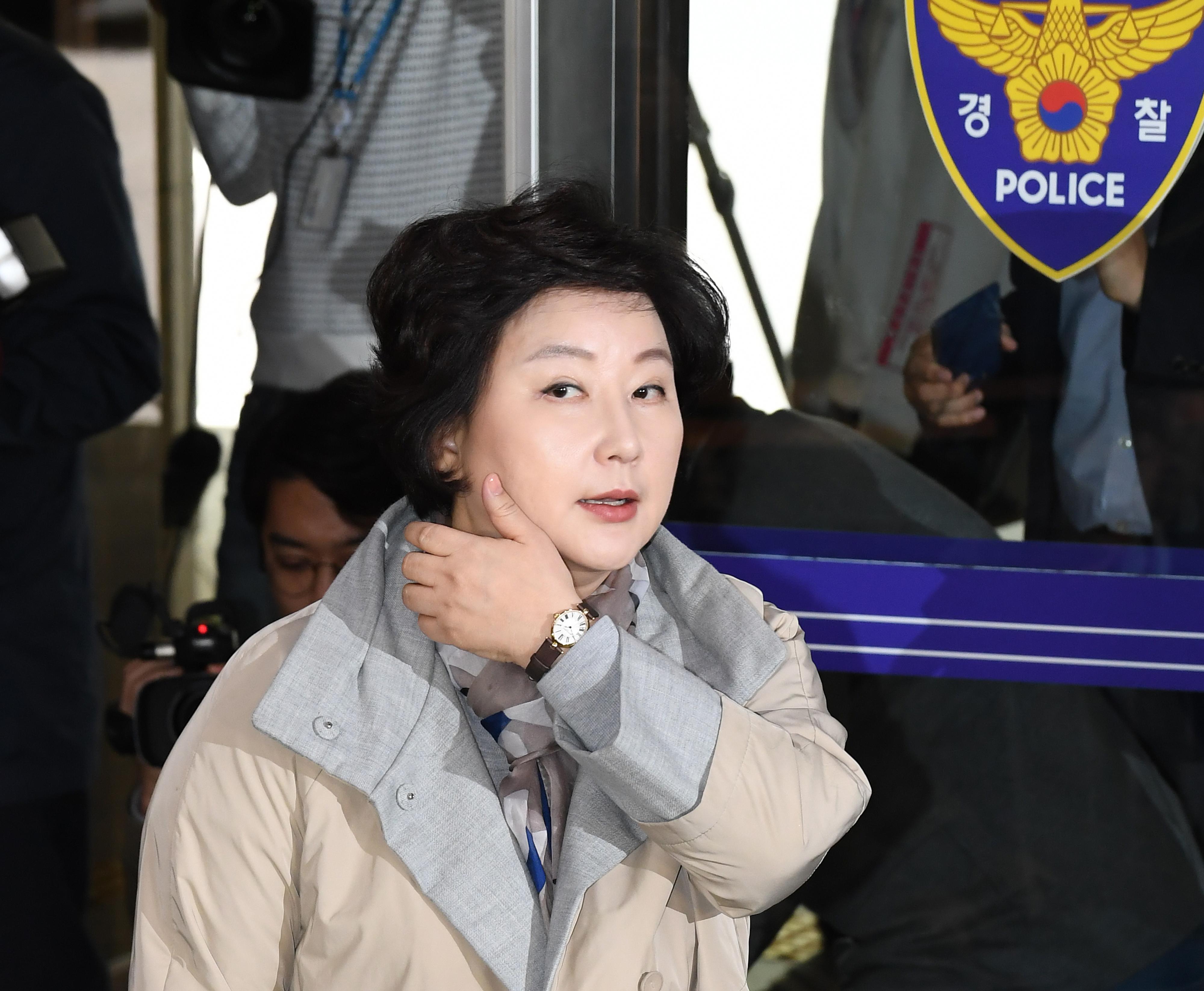 경찰청 들어서는 서해순 씨