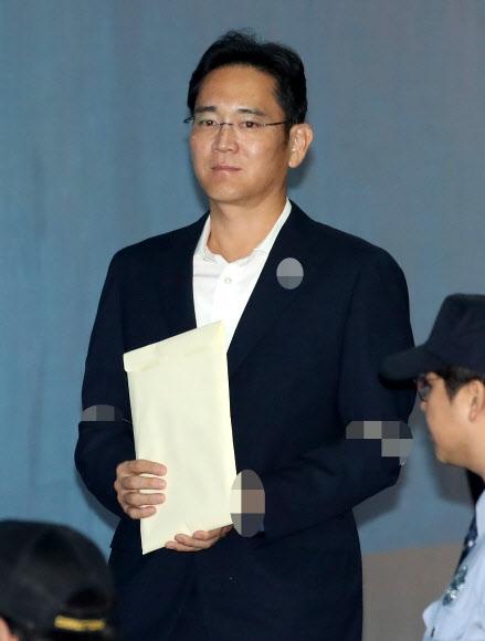 이재용 삼성전자 부회장이 12일 오전 서울고등법원에서 열린 항소심 첫 공판에 출석했다. 연합뉴스