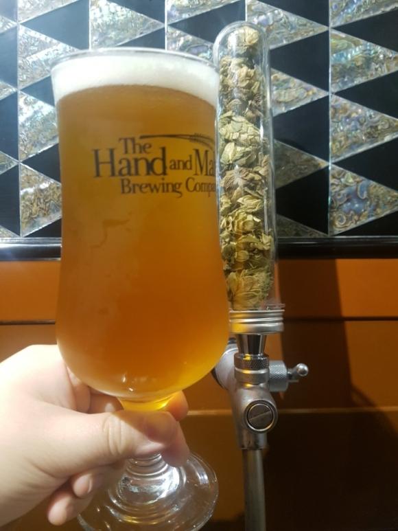 경기 구리의 핸드앤몰트 양조장은 지난 2015년 한국에서 최초로 웻홉을 넣은 맥주를 출시했다. 이후 매년 가을마다 강원 평창에서 직접 농사를 지은 홉을 수확해 웻홉 맥주를 내놓고 있다.