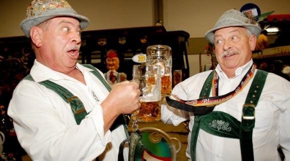 독일의 전통 가을맥주인 메르첸 맥주는 세계 최대 맥주축제인 '옥토버페스트'용 맥주로 잘 알려져 있다. 메르첸은 과거 냉장고가 없던 시절 부패가 잘 되는 여름을 피해 3월에 만든 맥주를 가을에 마신데서 유래됐다. Beer festival 캡처