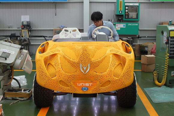 3D 프린터로 인쇄한 전기자동차