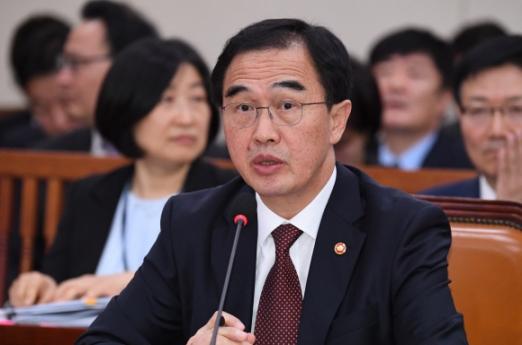 조명균 통일부 장관이 13일 오전 국회에서 열린 외교통일위원회 국정감사에서 의원들의 질의에  답변을 하고 있다.  이종원 선임기자 jongwon@seoul.co.kr