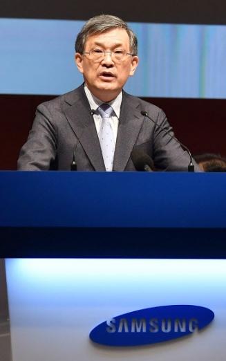 권오현 삼성전자 부회장이 지난 3월 서울 서초사옥에서 열린 삼성전자 주총에서 인사말을 하는 모습. 삼성전자는 13일 권 부회장이 경영 일선에서 자진 퇴진을 선언했다고 밝혔다. 연합뉴스
