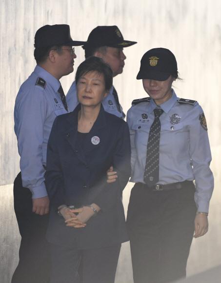 재판정 향하는 박 前대통령