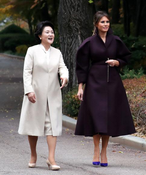 한국 가을 경치 만끽하며