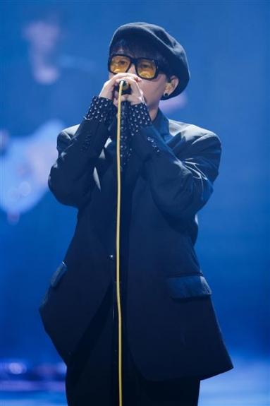 엠넷(Mnet) '더 마스터'에서는 클래식, 대중음악, 국악, 재즈 등 각 분야의 마스터들이 한 무대에 올라 자존심 대결을 펼친다. 사진은 가수 이승환. Mnet 제공