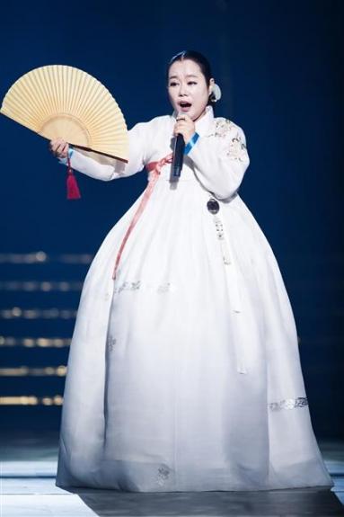 엠넷(Mnet) '더 마스터'에서는 클래식, 대중음악, 국악, 재즈 등 각 분야의 마스터들이 한 무대에 올라 자존심 대결을 펼친다. 사진은 명창 장문희. Mnet 제공