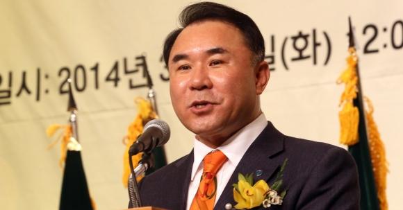 윤홍근 제네시스 BBQ 회장  연합뉴스