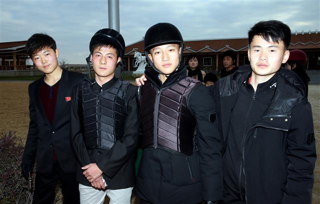 [평양은 지금] 승마장 찾은 북한 대학생