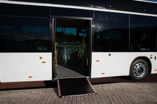 만트럭버스코리아 '만 라이온스 시티'의 장애인용 자동경사판