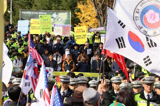 탄생 100돌 기념식장에서 박정희 역사자료관 건립 반대시위