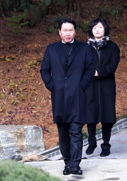 최종건 SK 창업주 44주기 참석한 최태원 회장