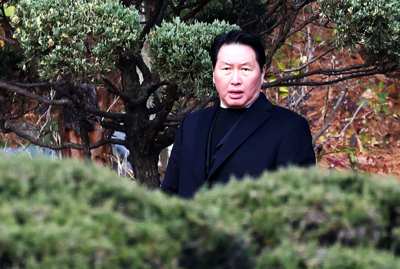 최종건 SK 창업주 추도식 참석한 최태원 회장