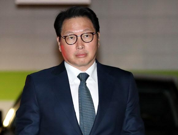 서울가정법원 향하는 최태원