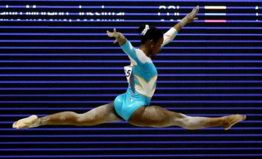 도미니카공화국 체조 선수 Yamilet Pena가 14일(현지시간) 콜롬비아 산타마르타 '2017 XVIII 볼리바리안 게임스' 중 멋진 연기를 펼치고 있다. EPA 연합뉴스