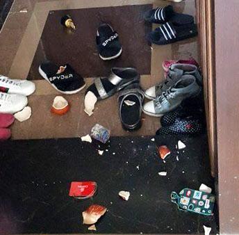 지진에 부서진 장식품