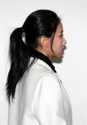 김정민, 굳은 표정으로 증인 출석