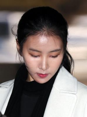 김정민, '공갈혐의' 전 남친 3차 공판 증인으로 출석