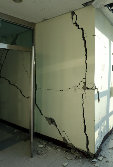 지진으로 생긴 균열