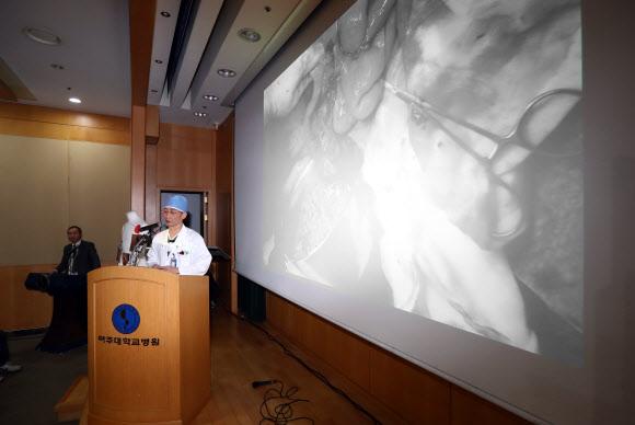 귀순 북한 병사 2차 수술 브리핑하는 이국종 교수