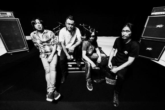 올해 데뷔 30주년을 맞은 일본 스래시 메탈의 제왕 아웃레이지.왼쪽부터 요시히로 야스이(베이스), 아베 요스케(기타), 하시모토 나오키(보컬), 신야 단게(드럼).
