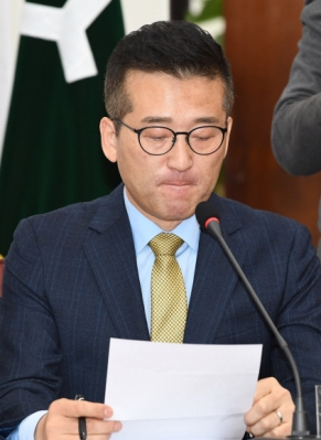 최명길 의원 6일 오전 국회에서 열린 최고위원회의에서 의원직을 상실한 최명길 의원이 사퇴 발언을 하고 있다. 2017.12.6 도준석 기자 pado@seoul.co.kr