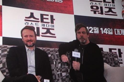 오른쪽이 스타워즈의 원조 영웅 루크 스카이워커를 연기한 마크 해밀. 왼쪽은 '라스트 제다이'를 연출한 라이언 존슨 감독.