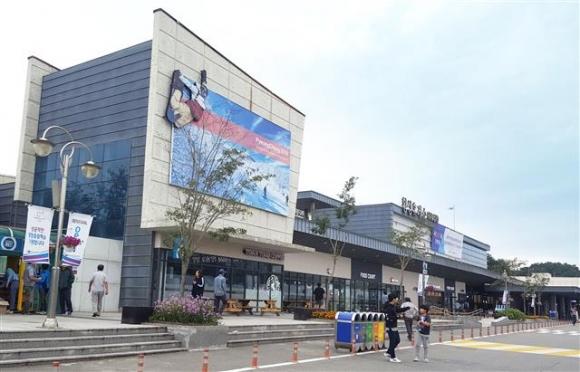 2018 평창동계올림픽을 앞두고 새단장 중인 횡성휴게소의 모습. 한국도로공사 제공