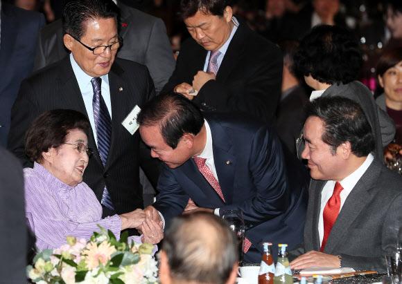 김대중 노벨평화상 수상 기념식 참석한 이희호 여사