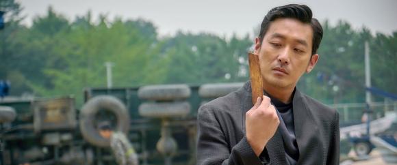 판타지 영화 '신과 함께'에서 저승삼차사의 리더 강림을 연기한 하정우. 롯데엔터테인먼트 제공