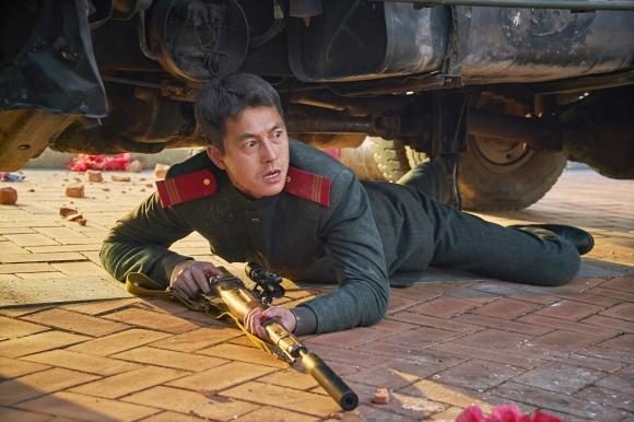한반도 핵 전쟁 시나리오를 다룬 영화 '강철비'에서 핵 전쟁 발발을 막으려는 북쪽의 전직 특수요원 엄철우를 연기한 정우성. NEW 제공