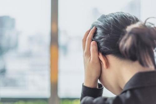 우울증이 극심할 때는 극단적 선택을 할 의욕조차 생기지 않는다. 그런데 치료를 받고 우울증이 호전돼 어떤 의지가 생길 때 위험한 상황이 생기기도 한다. 따라서 회복기에 있는 환자도 가족의 세심한 관찰과 꾸준한 치료가 필요하다. 사진=포토리아