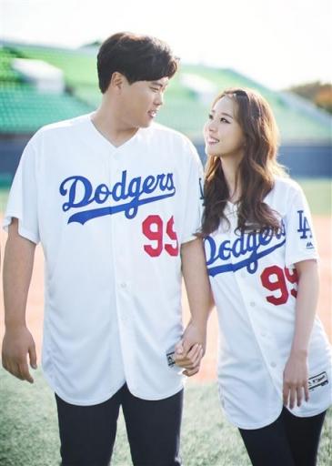 류현진·배지현 유니폼 입은 웨딩화보