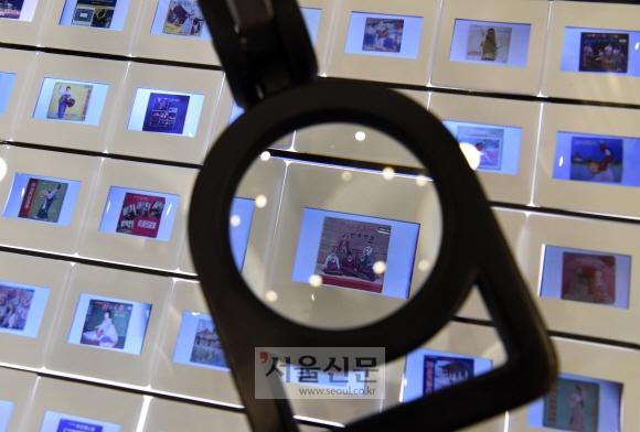 정선 아리랑박물관에 전시된 슬라이드 필름들. 박물관에선 이처럼 '한류 원조'였던 아리랑의 다양한 역사와 만날 수 있다.
