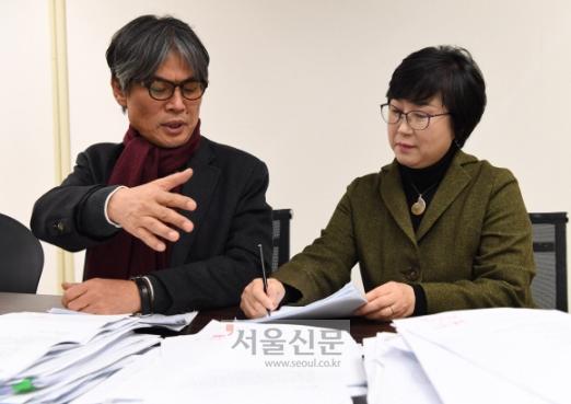 심사위원 이문재(왼쪽)· 나희덕(오른쪽) 시인. 이호정 전문기자 hojeong@seoul.co.kr