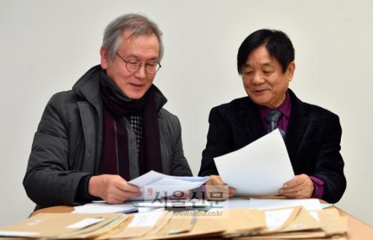 심사위원 박기섭(왼쪽)·이근배(오른쪽)시인. 박지환 기자 popocar@seoul.co.kr