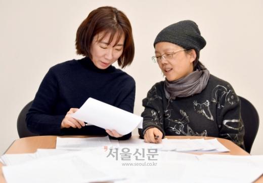 심사위원 장성희(오른쪽)연극평론가와 고연옥(왼쪽) 작가. 박지환기자 popocar@seoul.co.kr