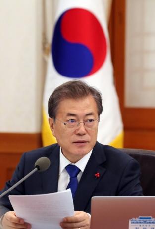 문재인 대통령이 2일 오전 청와대에서 열린 국무회의에서 발언을 하고 있다.  안주영 기자 jya@seoul.co.kr