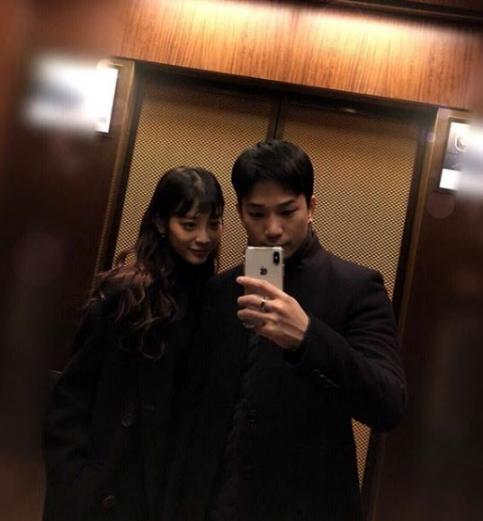 그룹 엠블랙의 지오(31)가 배우 최예슬(24)과 연인 사이라며 두 사람이 함께 찍은 사진을 공개했다. 최예슬과 지오(오른쪽).  지오 인스타그램 캡처=연합뉴스