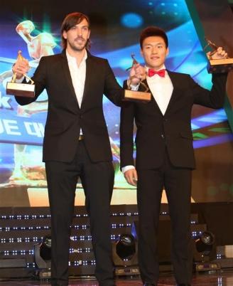 데얀(왼쪽) 연합뉴스