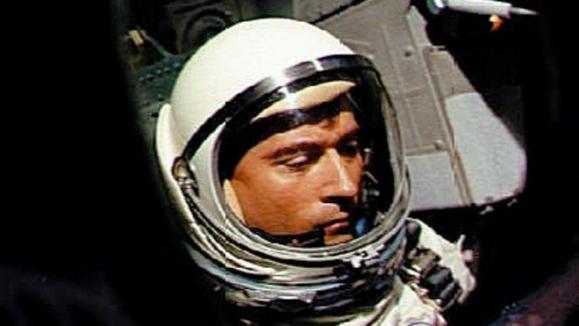 5일(현지시간) 88세을 일기로 세상을 떠난 미국 우주비행사 존 영이 1965년 제미니 3호에 탑승해 첫 우주비행에 나섰을 때의 모습. AFP 자료사진