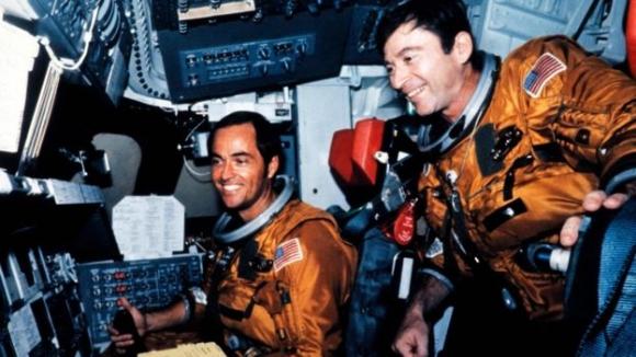 존 영(오른쪽)이 1981년 우주왕복선 컬럼비아호를 지휘했을 때 동료 로버튼 크리펜과 함께. AFP 자료사진