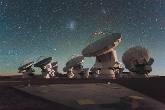 올해 가장 주목해야 할 연구성과 중 하나는 블랙홀 실제 모습의 공개다. 블랙홀은 그 존재는 알려져 있지만 실제 모습은 아직도 한 번도 공개되지 않았다. 사진은 칠레 아타카마에 있는 세계 최대 전파망원경 ALMA의 모습. 유럽우주관측소(ESO) 제공