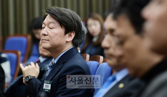 12일 국회에서 열린 국민의당 당무위원회의에서 안철수 대표가 생각에 잠겨 있다. 이종원 선임기자 jongwon@seoul.co.kr