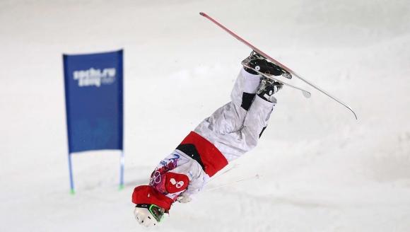 미카엘 킹스버리의 2014년 소치동계올림픽 프리스타일 스키 모굴 경기 모습. AFP 자료사진