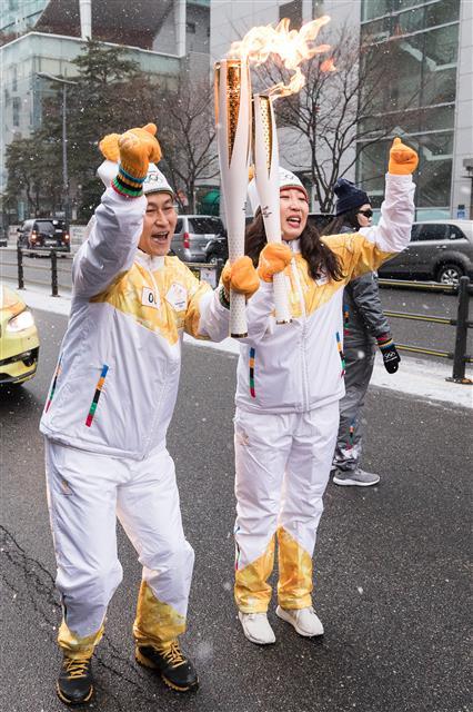 평창 동계올림픽 성화 서울봉송 시작