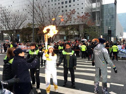 '불 붙은 성화'