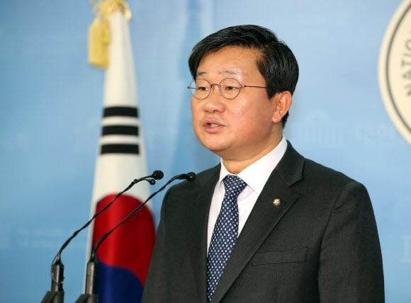 6월 지방선거를 앞두고 광역단체장 출마를 선언한 더불어민주당 전해철 의원. 연합뉴스